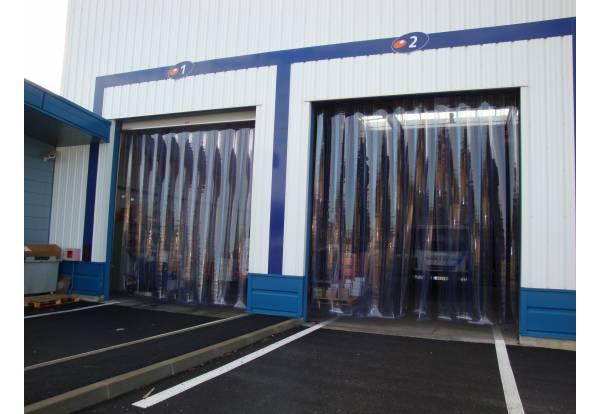 Porte à lanières fixes, rideau à lamelles PVC fixe